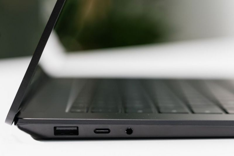 Cổng kết nối trái Surface Laptop 4